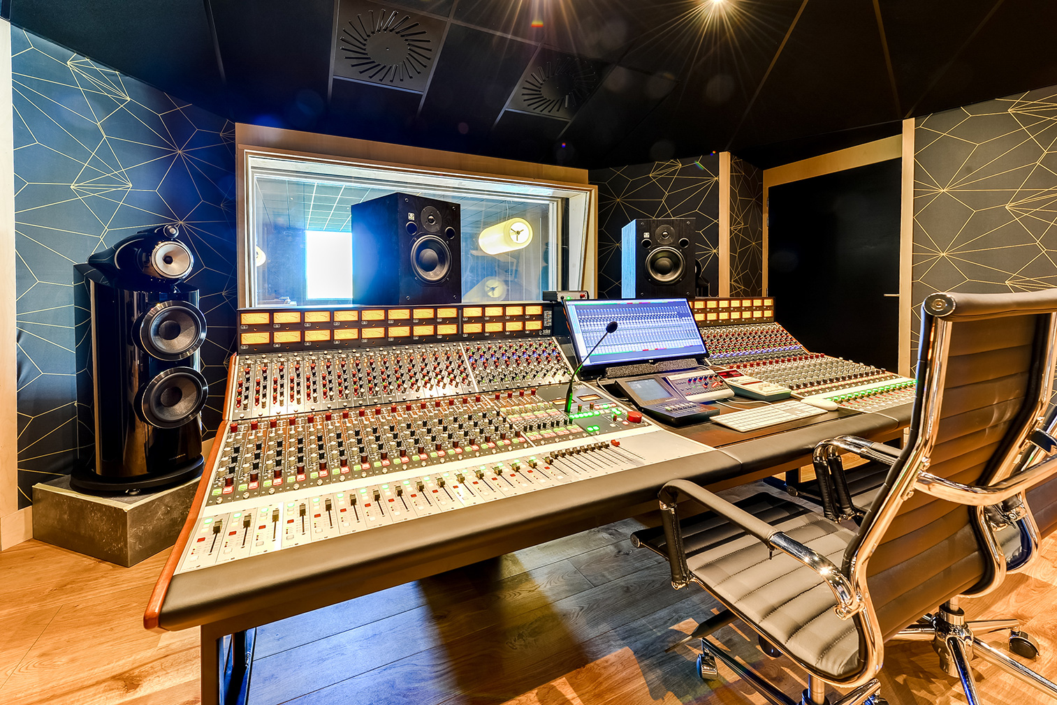 [Recording Secrets] 8 Tips for Going Into the Recording Studio Prepared